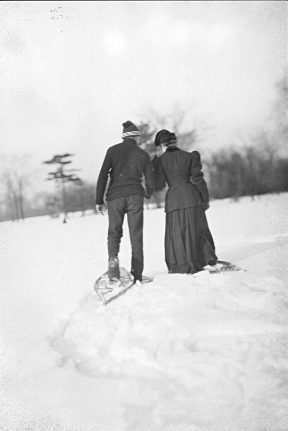 Couple_Snowshoeing