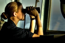 L2 US_Navy_030316-N-3783H-709_U.S._Navy_Ensign_Katharine_Poole_watches_through_binoculars_for_any_surface_contacts_from_the_bridge_aboard_the_guided_missile_cruiser_USS_Shiloh_(CG_67)