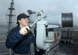 L3 US_Navy_041013-N-4649C-002_Ens._Alexandria_Myers_scans_the_horizon_for_contacts_using_the_ship's_big_eyes_binoculars_as_USS_Blue_Ridge_(LCC_19)_prepares_to_get_underway_for_the_first_time_after_a_six-month_dry_dock_period