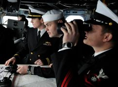 R2 US_Navy_100305-N-9094S-132_Chief_Quartermaster_Clint_Tergeson_looks_through_binoculars_from_the_bridge_of_the_U.S._7th_Fleet_command_ship_USS_Blue_Ridge_(LCC_19)_as_Lt._j.g._Kyle_Fitzpatrick_oversees_the_plotting_of_the_ship's_